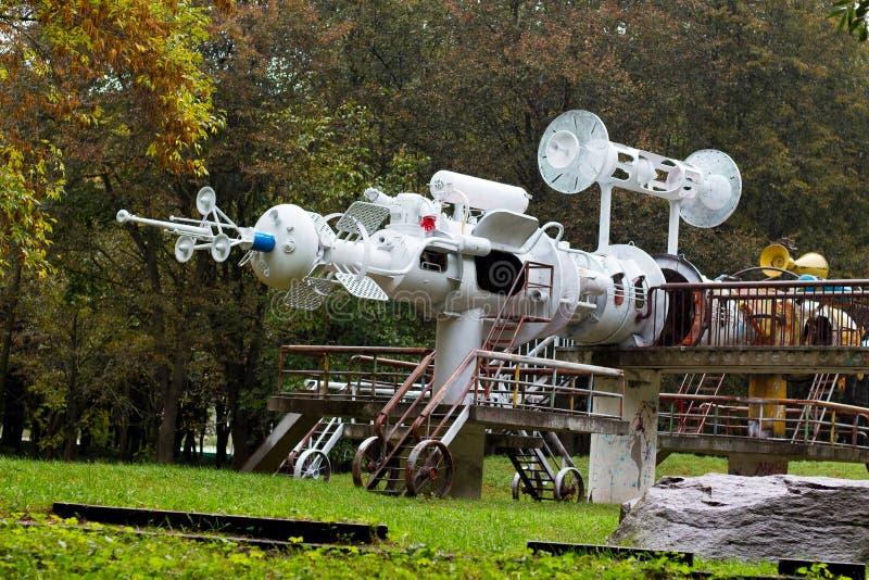 Khmelnitsky, Ucrania En octubre de 2018 Escultura de la nave espacial del metal_ del pedazo imagen de archivo libre de regalías