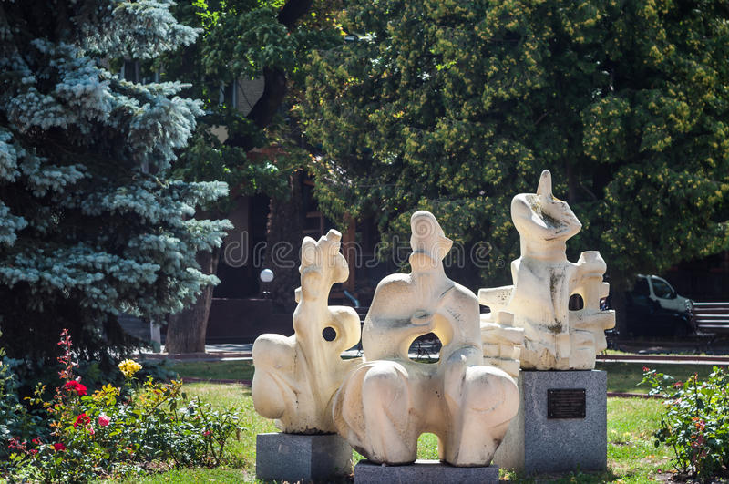 KHMELNITSKY UKRAINA - JULI 29, 2017: Ukrainsk bevekelsegrund, skulptör royaltyfria foton