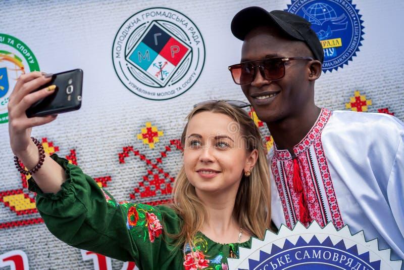 Khmelnitsky Ukraina - Maj 17, 2018 Svart man i traditionellt UK fotografering för bildbyråer