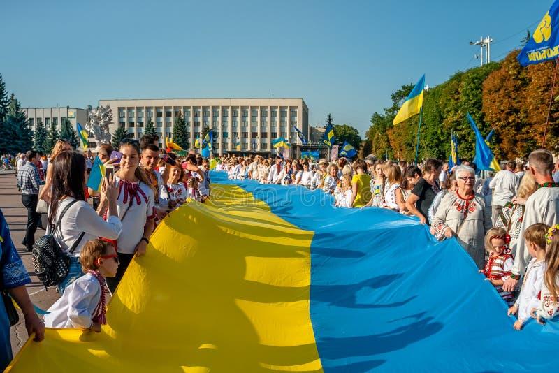 Khmelnitsky Ukraina, Sierpień, - 24, 2018 Ludzie W tradycyjnym Ukr zdjęcie stock