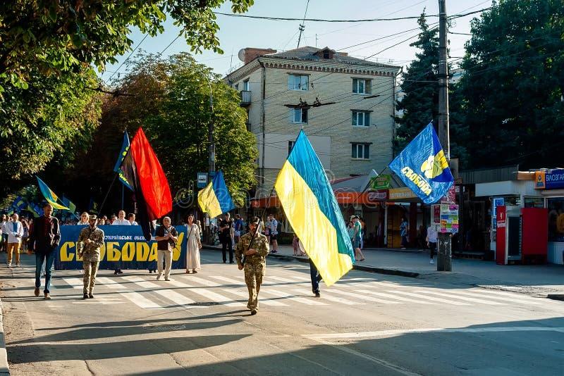Khmelnitsky Ukraina, Sierpień, - 24, 2018 Ludzie W tradycyjnym Ukr obraz royalty free
