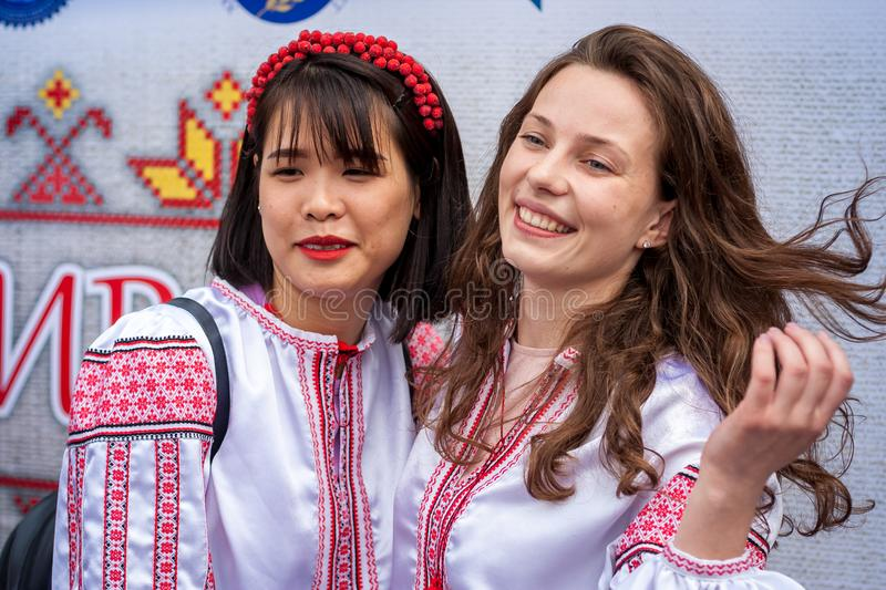 Khmelnitsky, Ukraine - 17 mai 2018 Fille japonaise dans le traditiona photo libre de droits