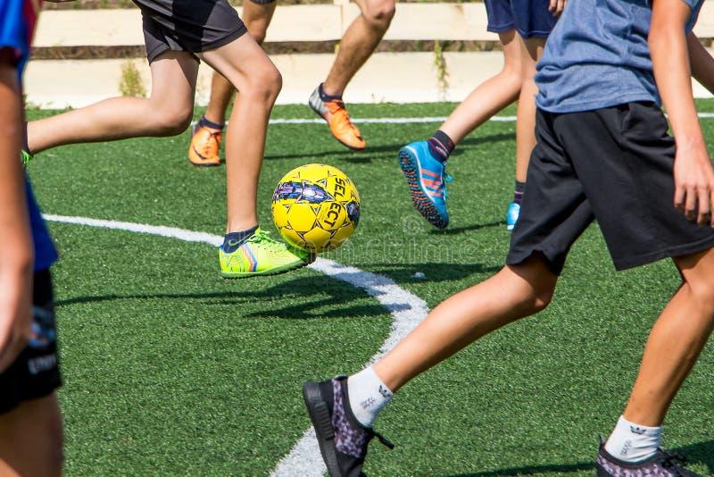 Khmelnytskyi ukraine November 2018 Fotboll för barnlek på a fotografering för bildbyråer