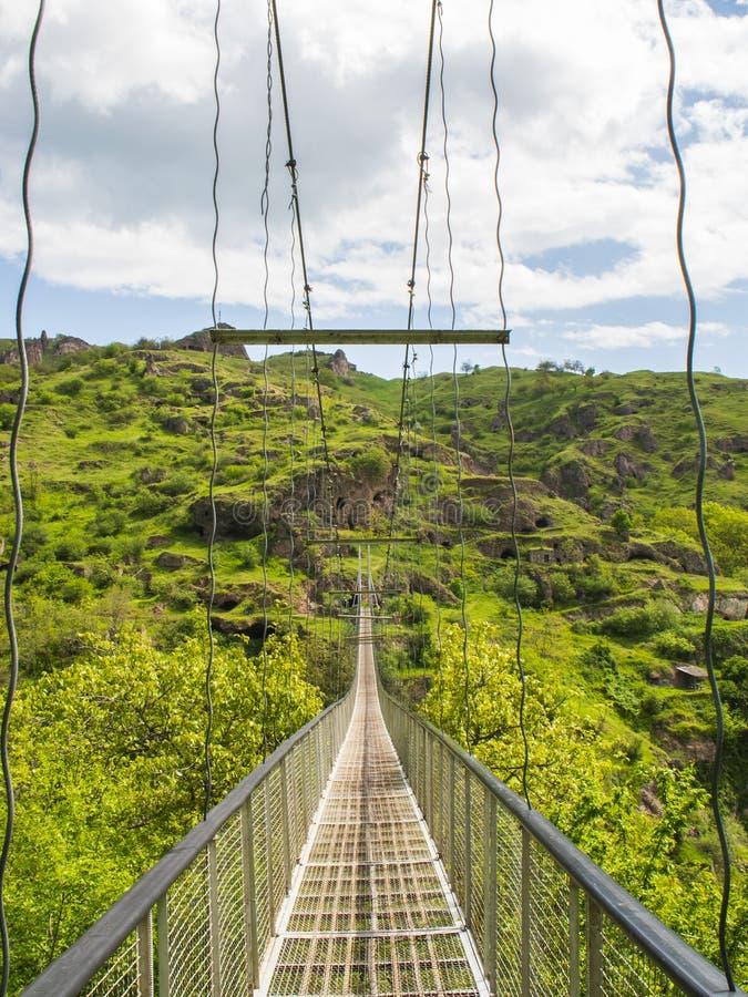 Khndzoresk svängande bro och gammal grottaby, Armenien 13 fotografering för bildbyråer