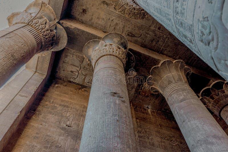 Khnum寺庙在伊斯纳的有象形文字和高专栏的 图库摄影