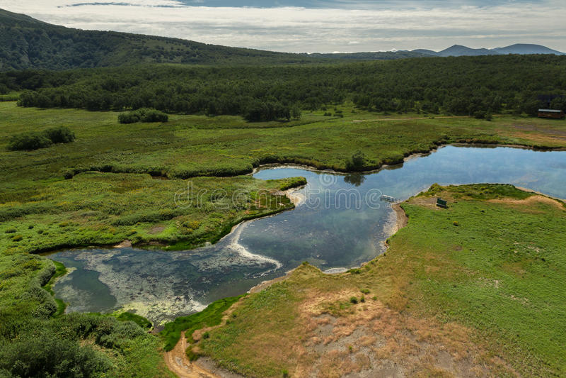 Khodutkinskiye Hot Springs Den södra Kamchatka naturen parkerar royaltyfri fotografi