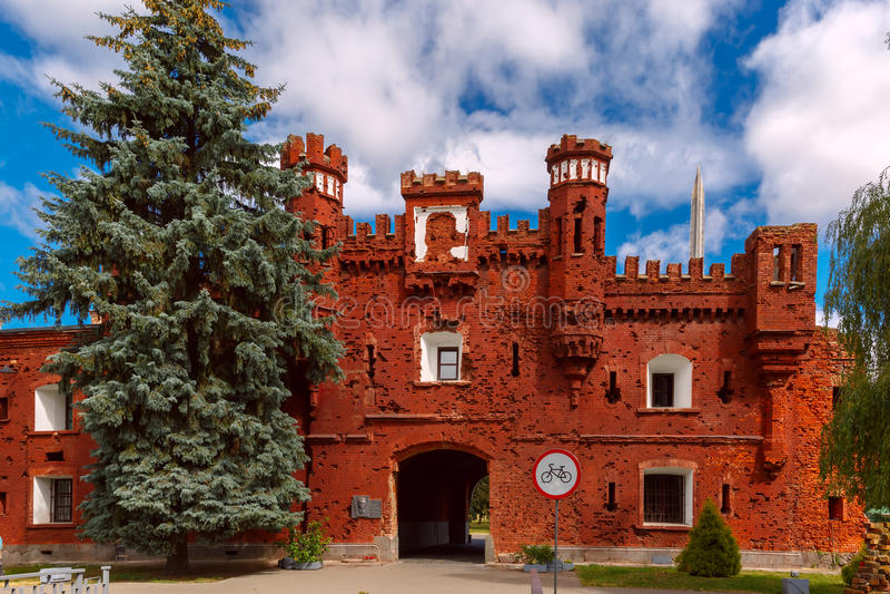 Kholmpoort van de Vesting van Brest bij ochtend, Wit-Rusland stock foto