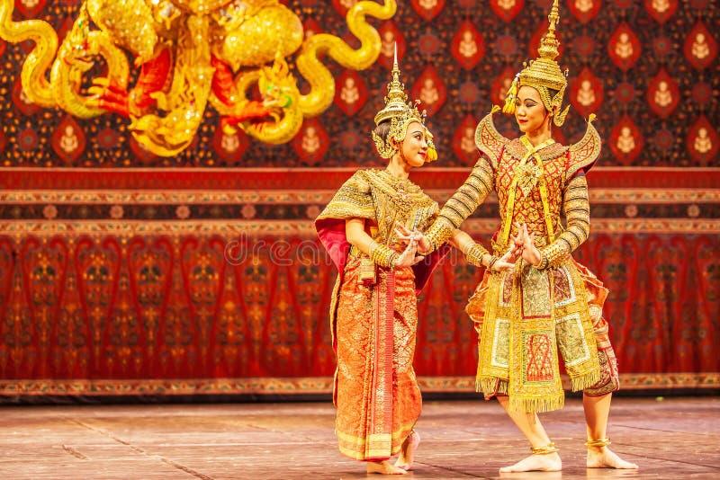 Khon表现、言情场面在Phra Ram之间和Nang热带半灌木在罗摩衍那史诗 免版税库存图片