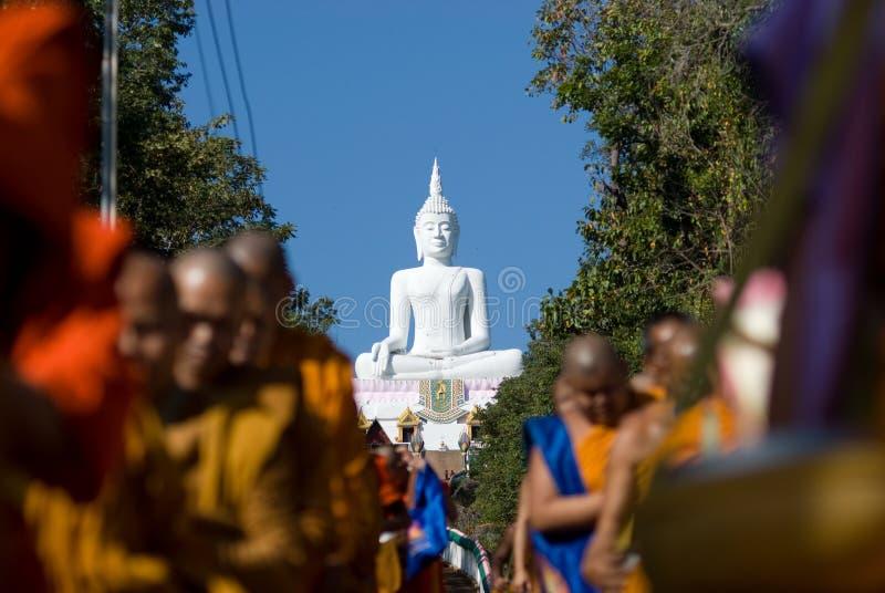 Khon Kaen, Tailândia - 28 de outubro: Tak Bat Devo Rohana é o Festiv fotos de stock