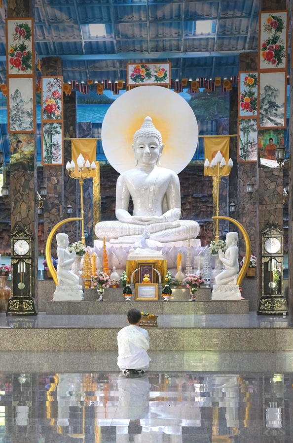 Khon Kaen, Thailand - Augustus 02, 2017: Aziatische Boeddhistische vrouwenwea royalty-vrije stock foto