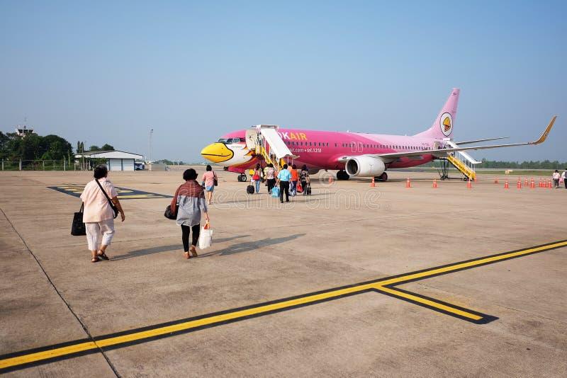 KHONKAEN, THAÏLANDE 14 OCTOBRE 2014 : HS-TXM Airbus du roulement sur le sol d'air de NOK à la piste pour voler à l'aéroport de Su images stock