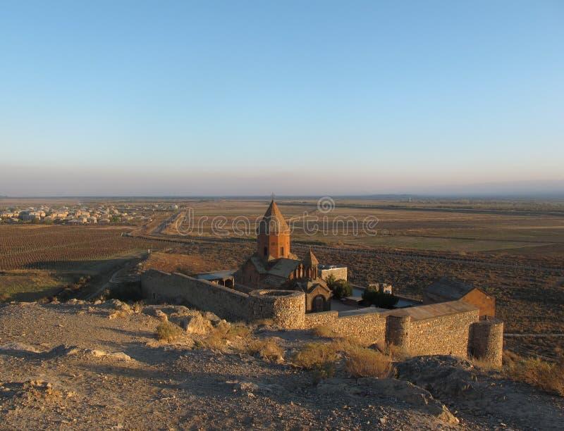 Khor Virap djup fängelsehåla - forntida armenisk kloster arkivbilder
