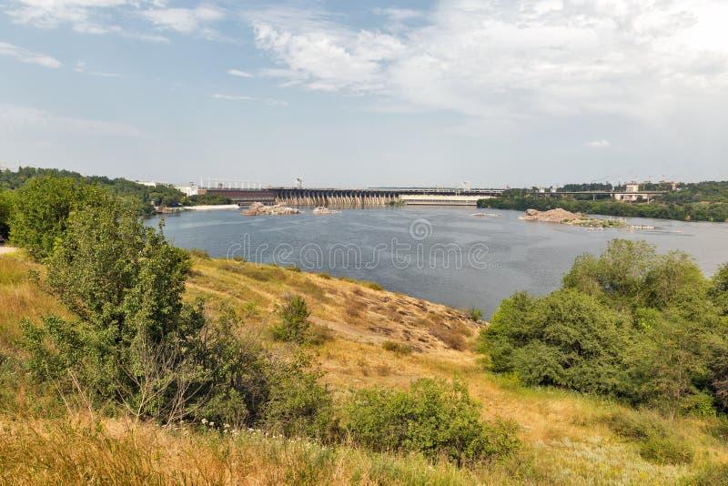 Khortytsia wyspa, Zaporoska rzeka i hydroelektryczna elektrownia, Zaporizhia, Ukraina obraz stock