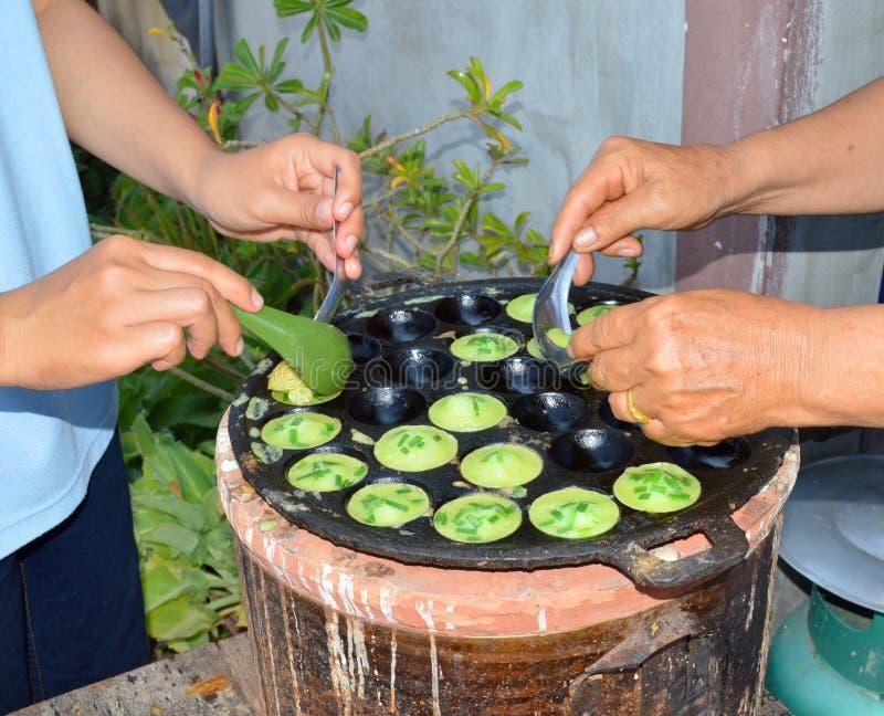 Khrok di Khanom o pancake tailandese dei dolciumi immagine stock