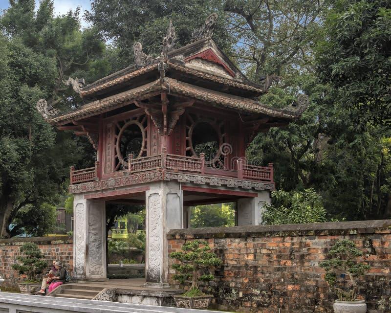 Khue Van Pavilion, del tercer patio, templo de la literatura, Hanoi, Vietnam fotos de archivo libres de regalías