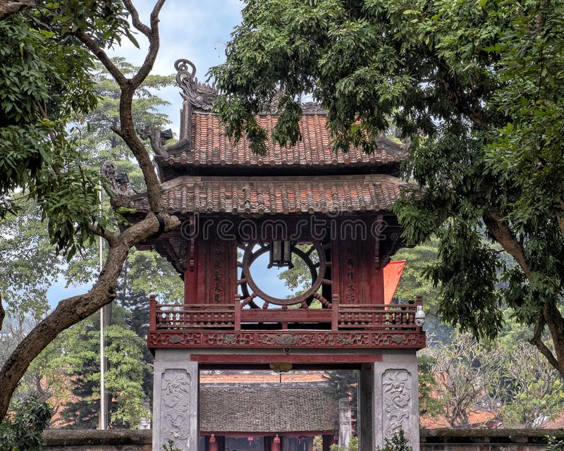 Khue Van Pavilion, do terceiro pátio, templo da literatura, Hanoi, Vietname fotografia de stock