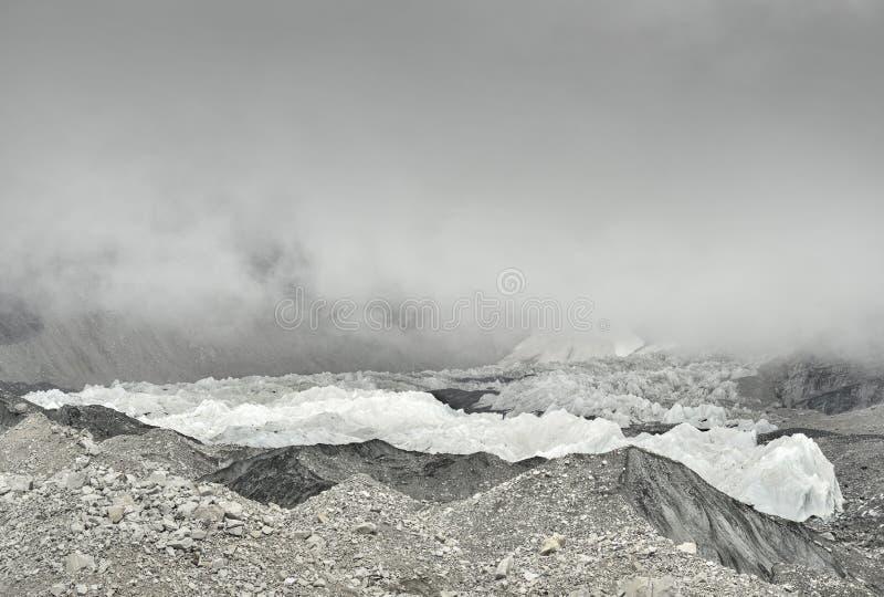 Khumbu-Gletscher von niedrigem Lager und von gefährlichem Khumbu IceFall, Himalaja Everest nepal stockfoto