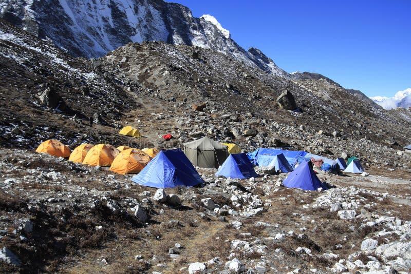KHUMJUNG, NEPAL: Namioty w wyspa szczytowym podstawowym obozie, Khumjung Nepal zdjęcia stock