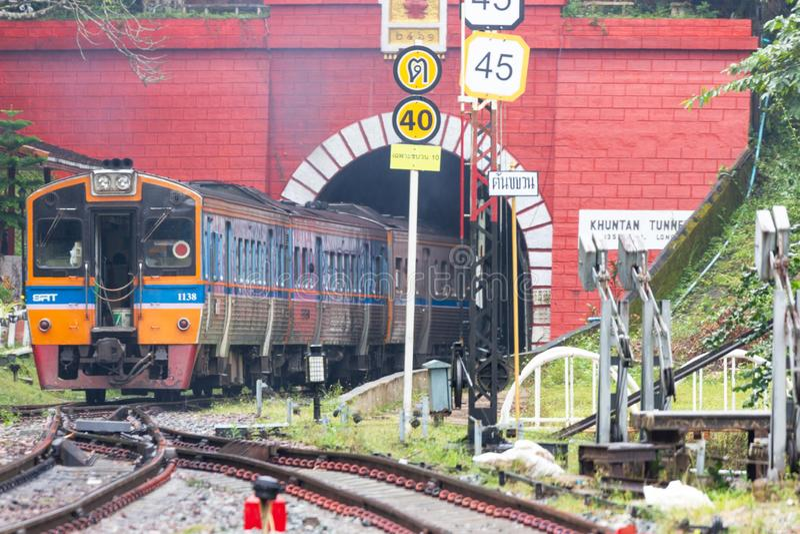 Khun Tan Tunne - Lampang Thailand - Oktober 14, 2018: - Den Khun solbrännajärnvägsstationen är en järnvägsstation royaltyfri foto