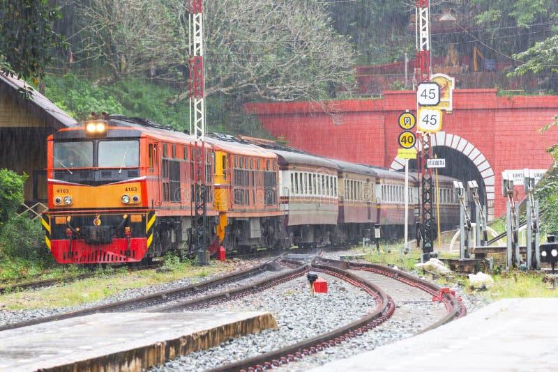 Khun Tan Tunne - Lampang Thailand - Oktober 14, 2018: - Khun solbrännajärnvägsstation royaltyfria foton