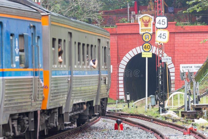 Khun Tan Tunne - Lampang Thailand - Oktober 14, 2018: - Khun solbrännajärnvägsstation I arkivfoto