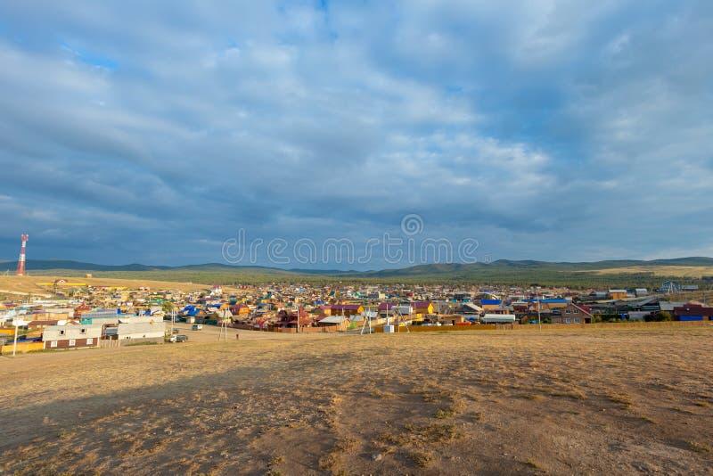 Khuzhir-Dorf auf Olkhon-Insel im Sommer lizenzfreies stockbild