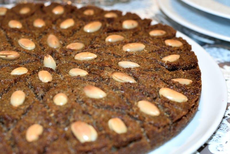 Kibbeh lutar arabisk maträtt [1] som göras av bulgur, finhackade lökar och fint malas, nötkött, lammet, geten eller kamelkött arkivfoto
