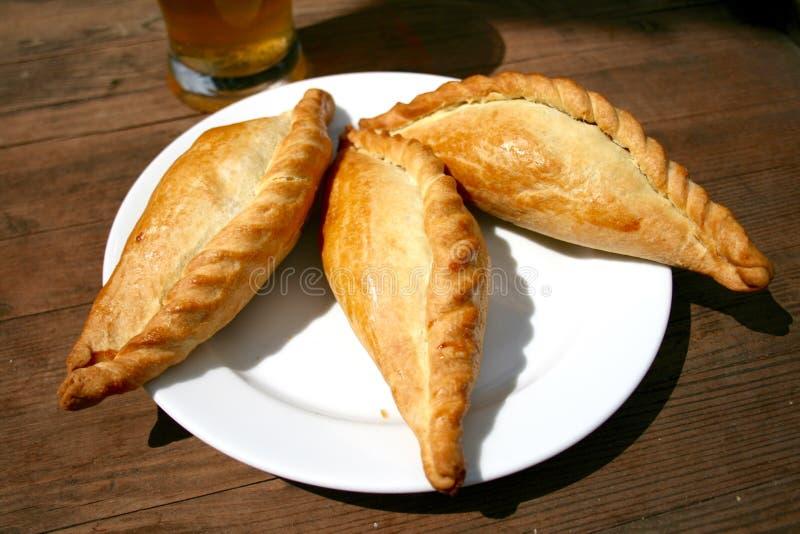 Kibinai, traditioneel Litouws voedsel stock afbeeldingen