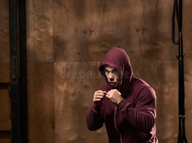 kickboxing的年轻人 库存图片