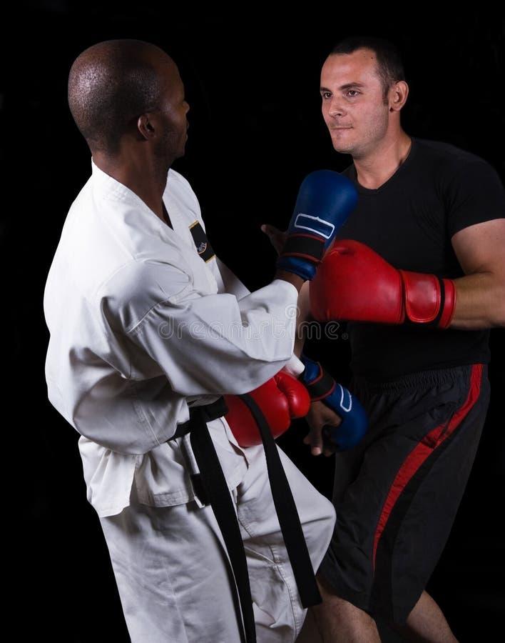 Kickboxing contro karatè fotografia stock libera da diritti