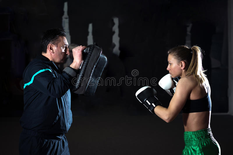 Kickboxing kobiety szkolenie fotografia stock