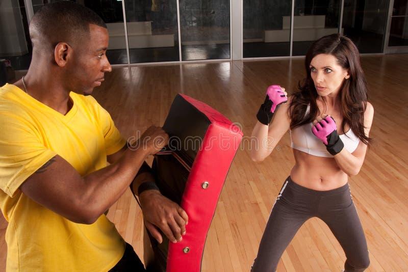 Kickboxing Kursleiter lizenzfreie stockfotografie