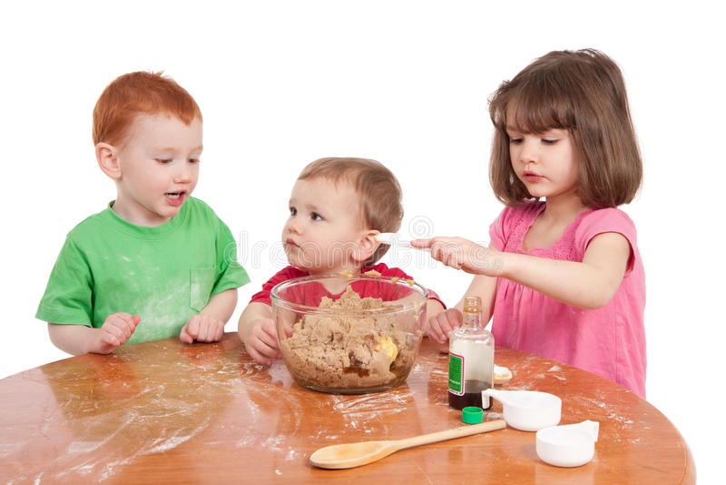 Download Kids Baking Cake Royalty Free Stock Photography - Image: 16002287
