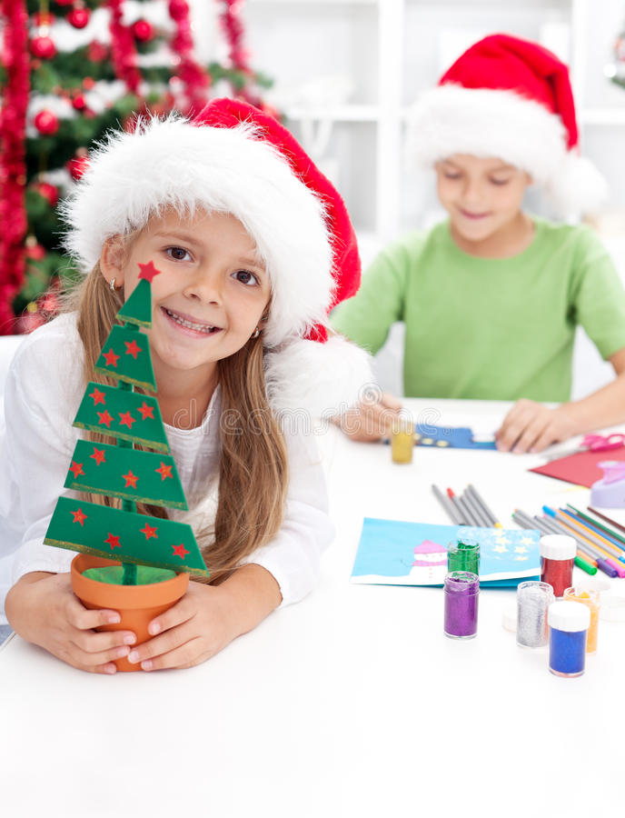 Free Kids Making Christmas Decorations And Postcards Royalty Free Stock Photos - 21612128