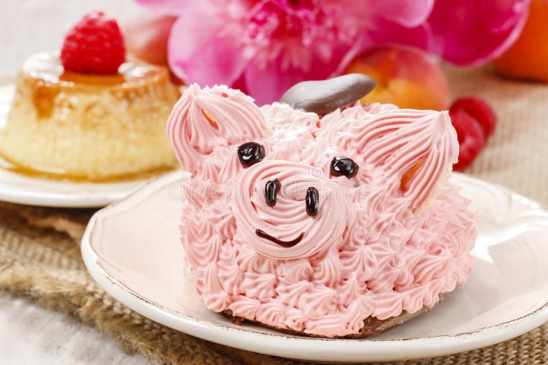 Kids party: cute pink piglet cake stock image