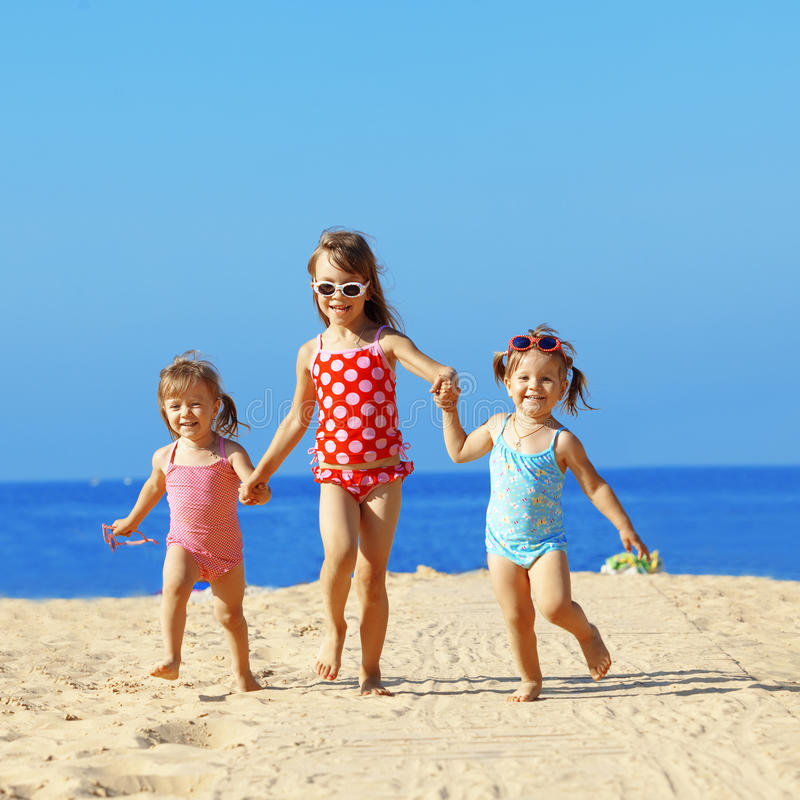Free Kids Playing At The Beach Royalty Free Stock Photos - 20267778
