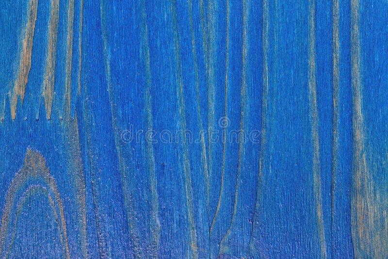 Kiefernholzhintergrund gemalt blau und lackiert stockbild
