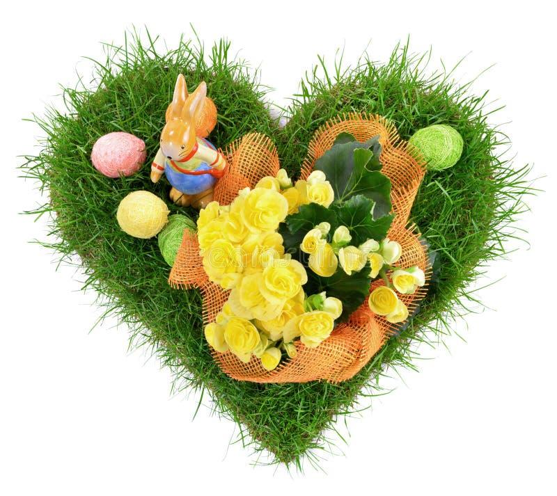 Kierowa kształt trawa z Wielkanocnymi jajkami na białym tle zdjęcie stock