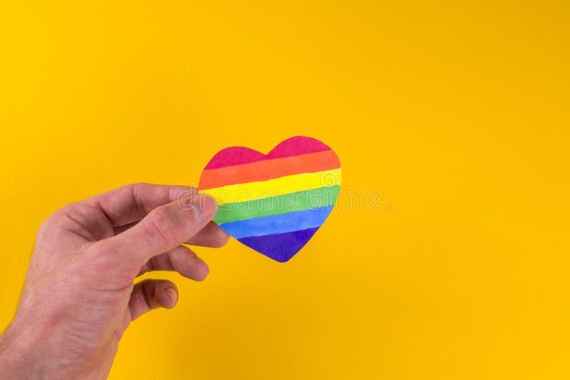 Kierowa t?czy LGBT flaga w r?kach zdjęcie stock