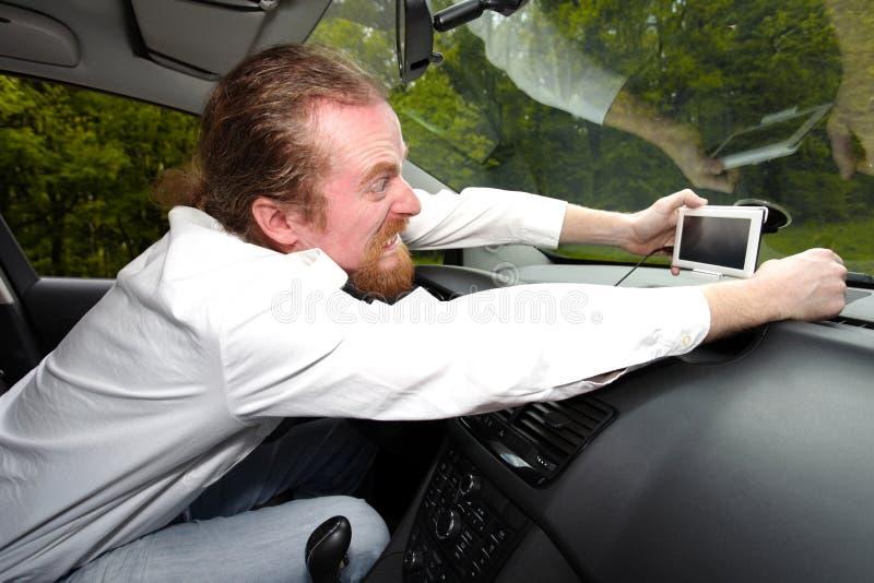 Kierowca wściekły na GPS nawigaci obrazy royalty free