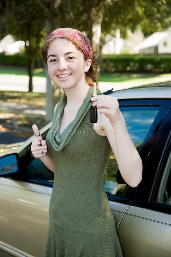 kierowca wpisuje nastoletniego fotografia royalty free