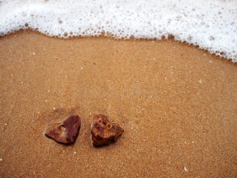 Kierowe skały na piasek plaży zdjęcia royalty free