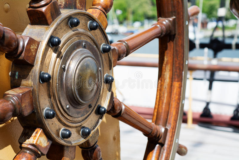 Kierownica drewno na Wysokim statku fotografia royalty free