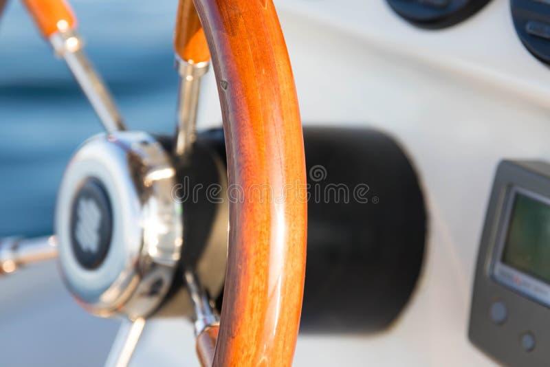 Kierownicy słowa żagla drewna łódkowaty mały motorowy rudder obrazy royalty free