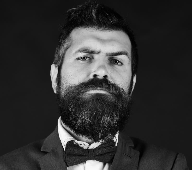 Kierownik lub mówca z elegancką brodą i wąsem Biznesu i rocznika stylowy pojęcie Mężczyzna w retro mądrze kostiumu fotografia royalty free