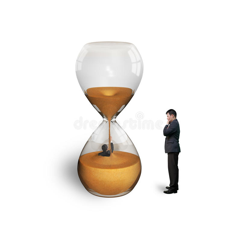 Kierownik nadzoruje pracownika zalewającego w hourglass odizolowywającym na bielu obraz stock