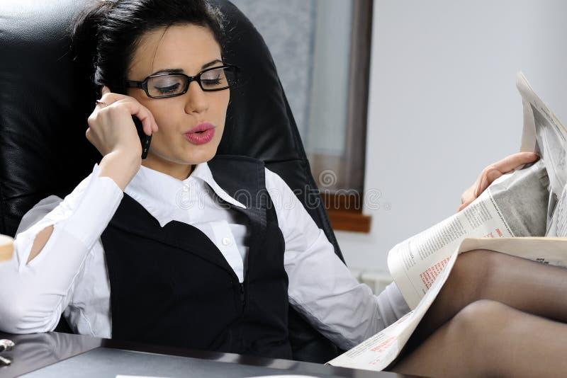kierownika gazety czytanie obrazy royalty free
