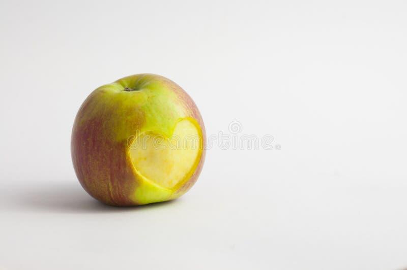 Kierowy kształt ciący w jabłku fotografia stock