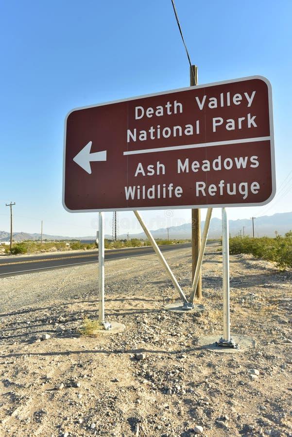 Kierunkowej strzała drogowy znak Śmiertelny Dolinny park narodowy zdjęcie royalty free