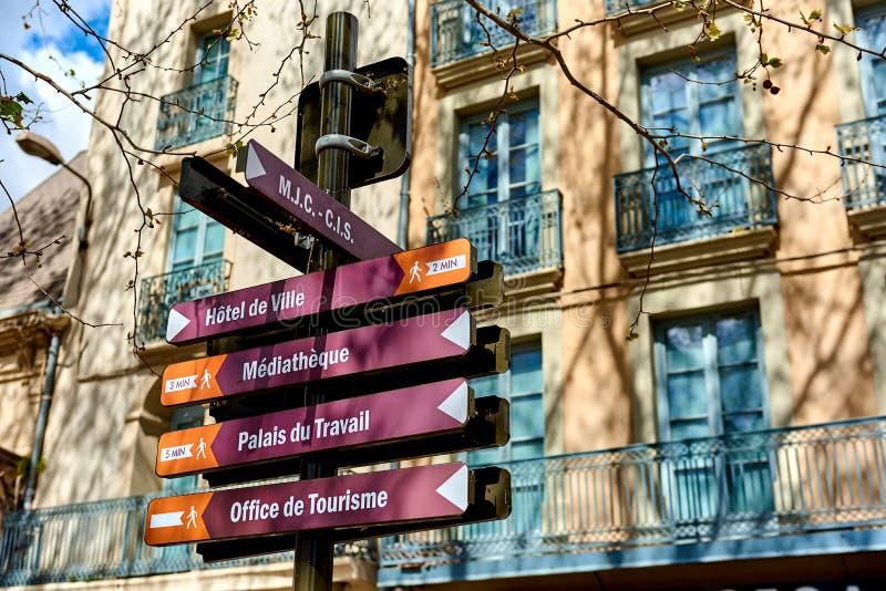 Kierunkowskaz w Narbonne ulicie Francja obraz royalty free